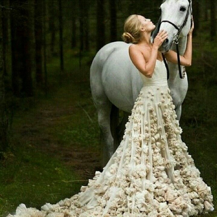 This looks tres #McQueen #equinista Horse fashion