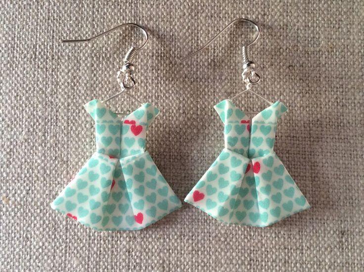 Boucles d'oreille robes à petits cœurs bleus en origami : Boucles d'oreille par p-tite-pomme
