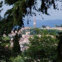 http://toscanantuuli.com/wordpress/23-toukokuu-2014-arezzo/ Taustalla häämöttää Arezzon kaupunki!