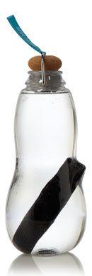 bouteille Eau Good de Black & Blum au charbon actif binchotan - bouteille Eau Good! 0.8L et son charbon actif pour purifier l'eau du robinet