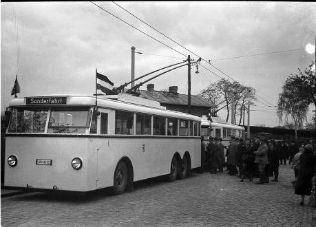 """Berlin-Marienfelde Eroeffnung des Strom-Busses """"32"""" (O-Bus)"""