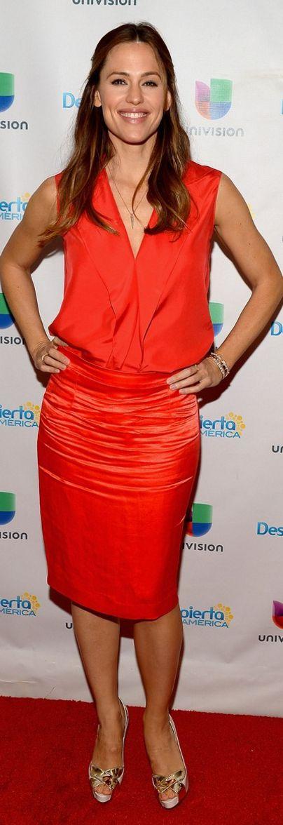 Jennifer Garner: Shirt and skirt – Lanvin  Shoes – Christian Louboutin  Jewelry – Anita Ko