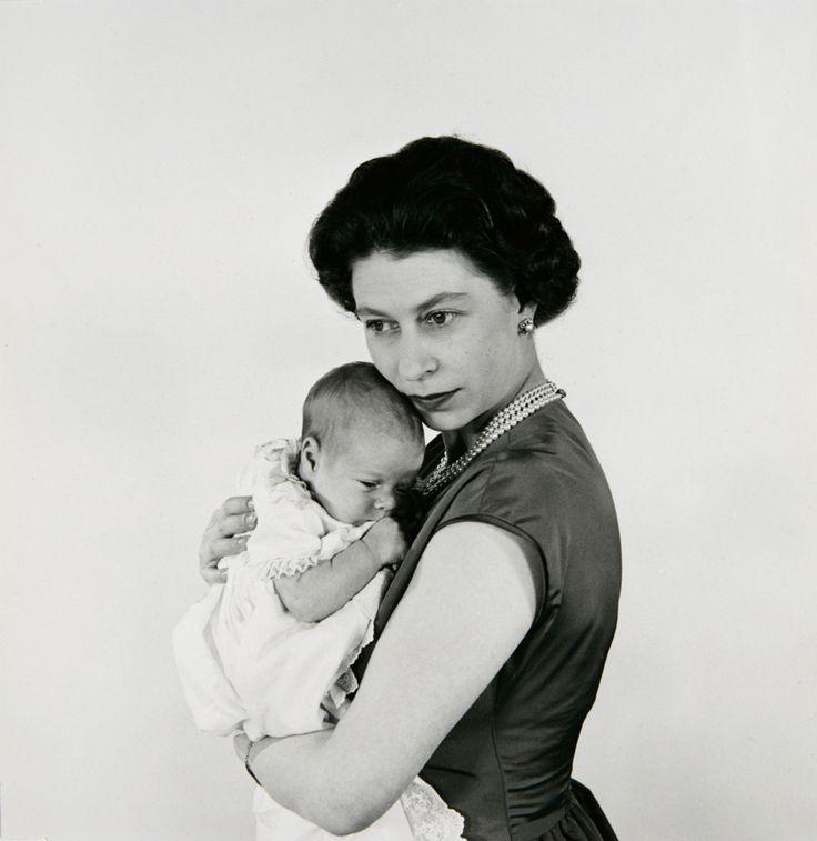 Queen Elizabeth and Prince Andrew - Kuningatar Elisabet ja prinssi Andrew