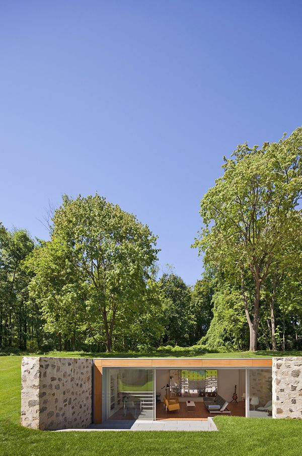 Un jardín escénico y memorable acomoda una residencia de belleza singular, que se extiende a más de 650 metros cuadrados, en la zona rur...