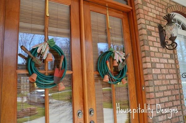 summer garden wreathsSummer Gardens, Gardens Hose, Hospitals Design, Cute Ideas, Housewarming Gift, Hose Wreaths, Front Doors, Flower Pots, Gardens Wreaths