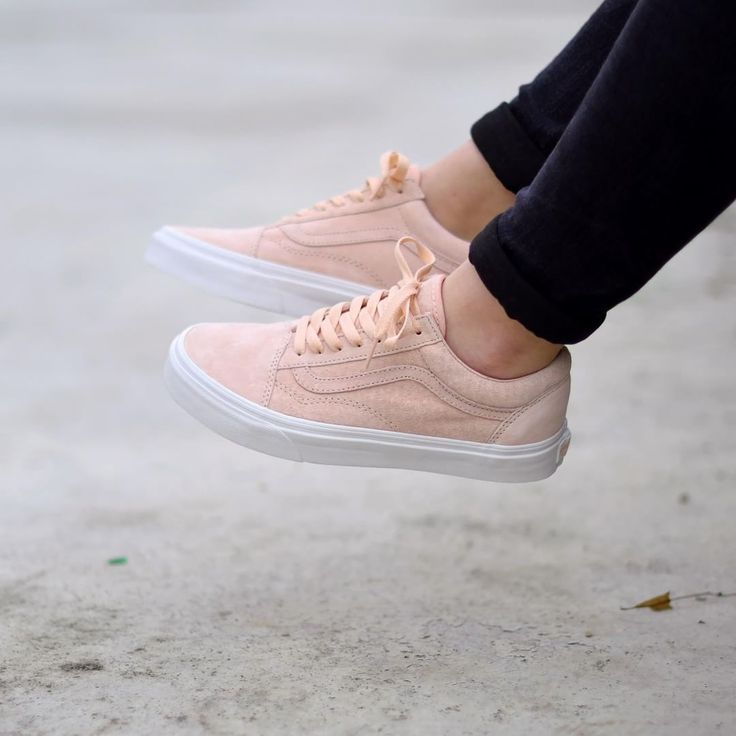 Vans Old Skool Pink Suede for girls . Disponible/Available: SNKRS.COM