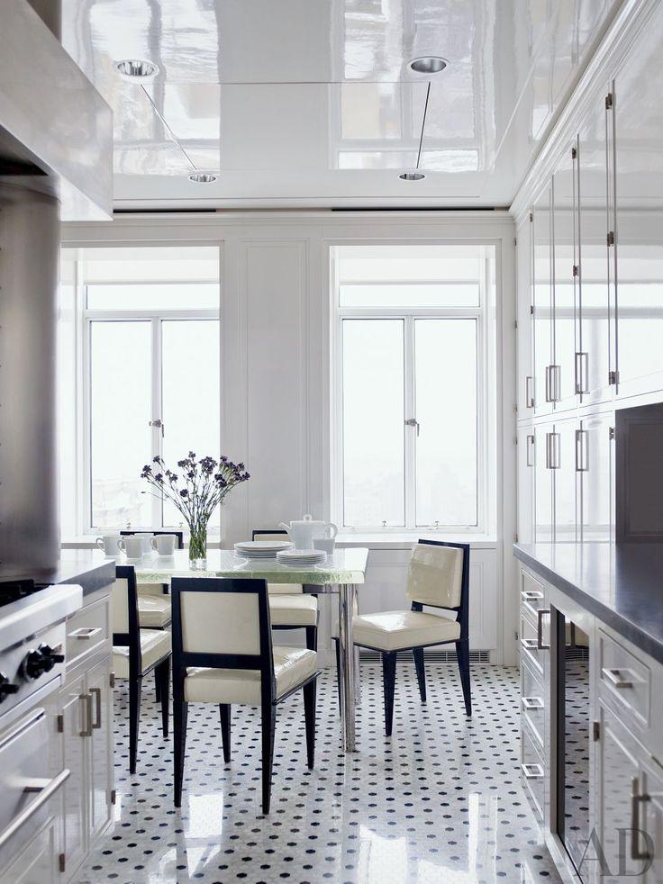 A black-and-white kitchen by Delphine Krakoff's Pamplemousse DesignPamplemousse Design, Delphine Krakoff, Contemporary Kitchens, Interiors Design, New York, Architecture Digest, Decor Blog, Modern Design, White Kitchens