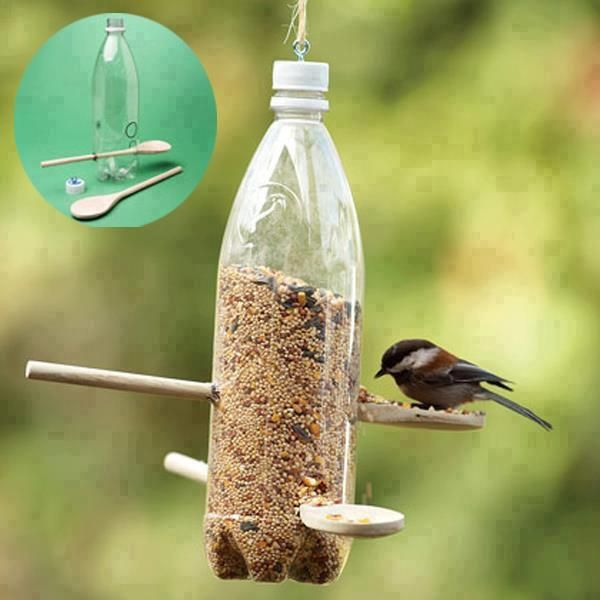 Mangeoire oiseau - 2 cuillère en bois + 1 crochet à visser sur le bouchon et une bouteille plastique!