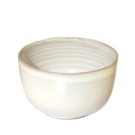 Die Matcha Schale Shiro (japanisch: die Farbe weiß) verbindet durch Form und Farbe alte japanische Tradition mit der Moderne.