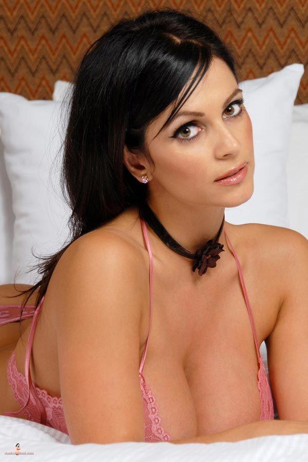 Denise Milani DDD istennő édes rózsaszín fehérnemű - PORNÓ csajok - Ur Dream Girls