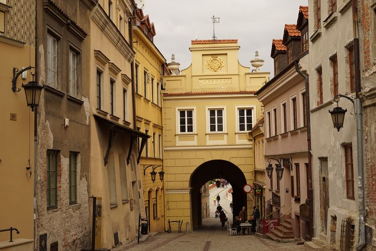 https://flic.kr/p/SZqAF6 | At The Old Town Gate | Brama Grodzka, Lublin, Poland, April 2017  Sony Alpha ILCE-7R (A7R) with Carl Zeiss Loxia 50mm F2.0 Planar