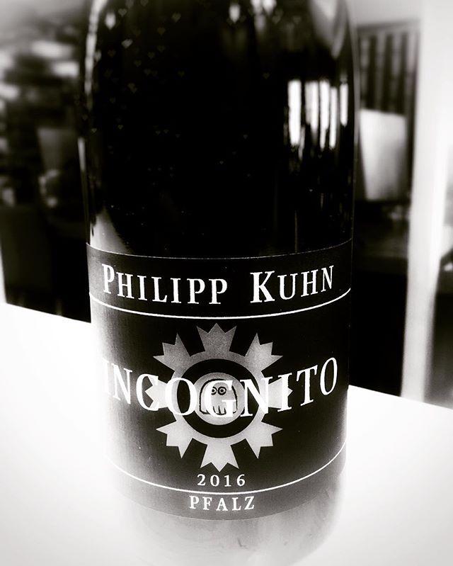 Fur Alle Die Heimlich Trinken Incognito Frischeingetroffen Rotwein Dontdrinkanddrive Trinken Weinflasche Rotwein