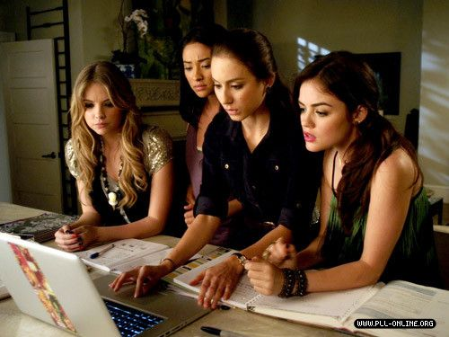 Do you remember this part? I was a little bit scared!! You too?   Pretty Little Liars  #Episode13KnowYourFrenemies
