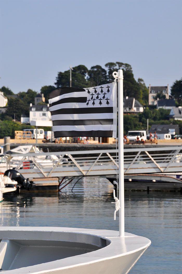 L'une des îles du Golfe du Morbihan : l'île aux Moines, qui a tant de charme ... j'ai pu y aller début septembre, période idéale, sans trop de touristes ! #voyagercpartager