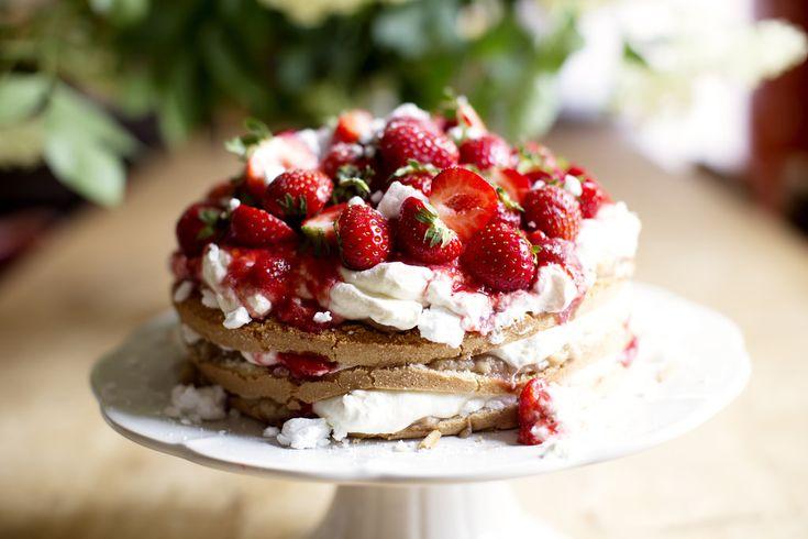 enkla jordgubbstårtan med grekisk yoghurt