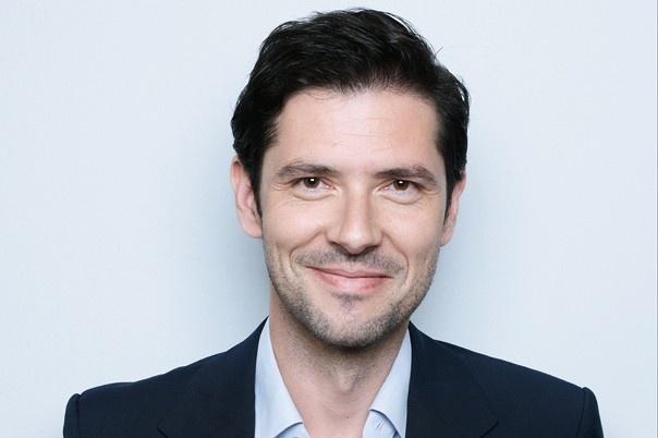 Melvil Poupaud, acteur, réalisateur et musicien français, jouera basse et guitare acoustique sur Palermo Hollywood