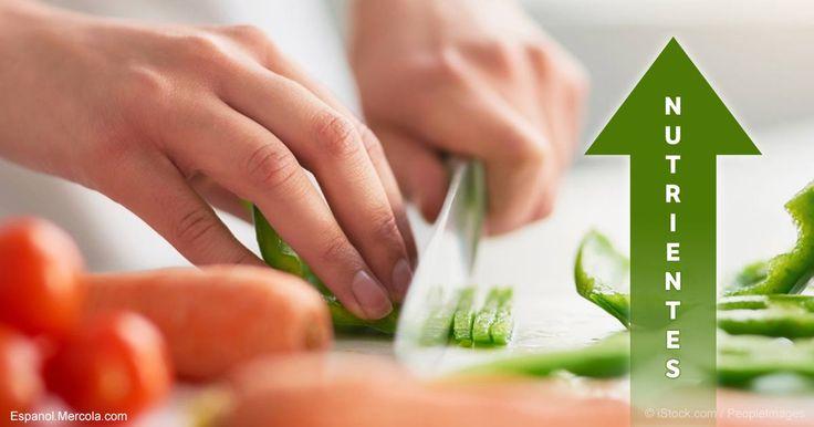 Las investigaciones indican que cortar los vegetales, en vez de desgarrarlos manualmente, hace que los compuestos como los antioxidantes, sean mucho más potentes. http://articulos.mercola.com/sitios/articulos/archivo/2017/07/02/el-cuchillo-correcto-para-cortar-vegetales.aspx?utm_source=espanl&utm_medium=email&utm_content=art2&utm_campaign=20170702&et_cid=DM149800&et_rid=2065168089