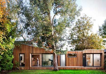 Studio02, da ecospace studios. Il piccolo ambiente prefabbricato è pensato per aggiungersi alle stanze della casa ed essere utilizzato come studio esterno.