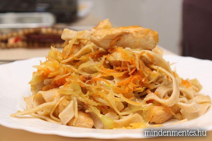 Zöldséges, sült csirkés tészta