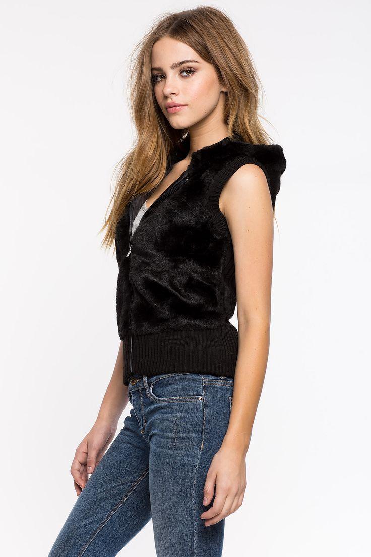 Меховой жилет с капюшоном Размеры: S, M, L Цвет: черный, кремовый, коричневый с принтом, коричневый Цена: 1829 руб.     #одежда #женщинам #жилеты #коопт