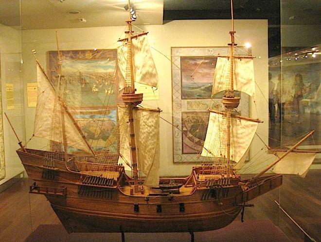 SAN DIEGO-el galeón San Diego, un galeón mercante de tres palos construida en 1590 en la provincia de Cebú por los astilleros españoles, chinos y filipinos. Se utilizan diferentes tipos de bosques de Asia y era de unos 35 a 40 metros de largo, 12 metros  de ancho y 8 metros de altura. Tenía al menos cuatro cubiertas y podría contener cerca de 700 toneladas de carga.