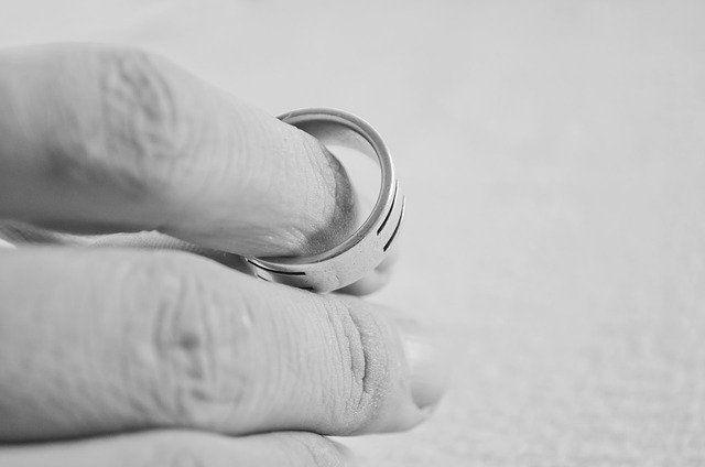 A válás valóban divat lett, menekülés, vagy csak egyfajta instant, gyors módja a váltásnak? (divorce)