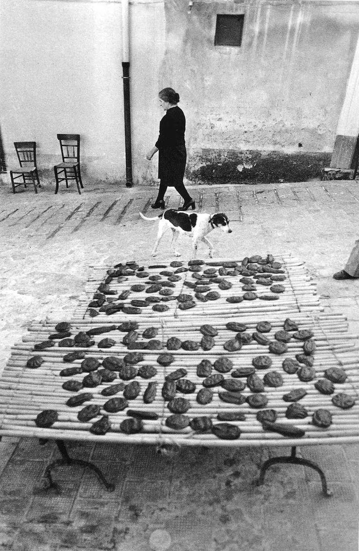 (Sicily, Italy, undated) © Enzo Sellerio