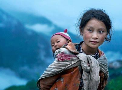 Hermosa madre indígena.