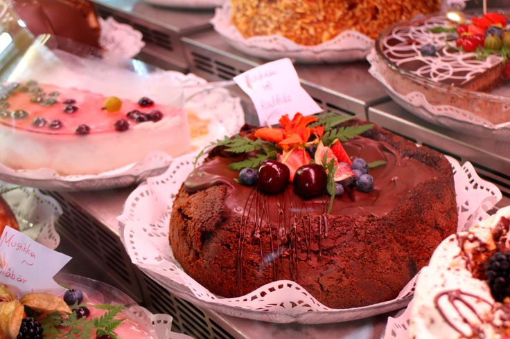 What would you do if you had 29 cakes in front of you, everyday? Or what kind of cake would you order if you had the power to decide? Matti Kuivisto from Café Cabriole knows the receipe for this delicious mud cake. All cakes are preservative-free! So yummy!! www.visitporvoo.fi