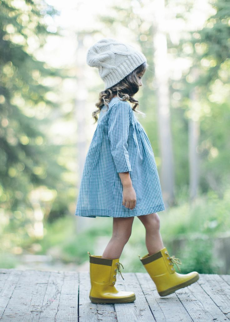 """Grace... I think you should..."" ""No. I like my yellow boots"" (baby Grace) -- by Machiavel"