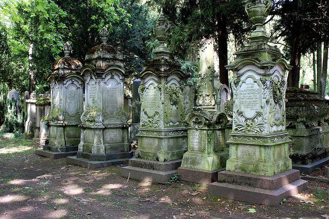 are jewish cemeteries open between rosh hashanah and yom kippur