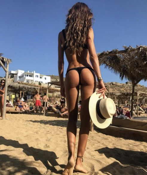 #IzabelGoulart in #Mykonos 🐳☀️☀️💦  Whether she's working out by the pool, basking in the sun on VIP beaches or ambling through cycladic mazes, Izabel Goulart's holiday in Mykonos is evidence enough that the #Greek island is the place to be this summer.