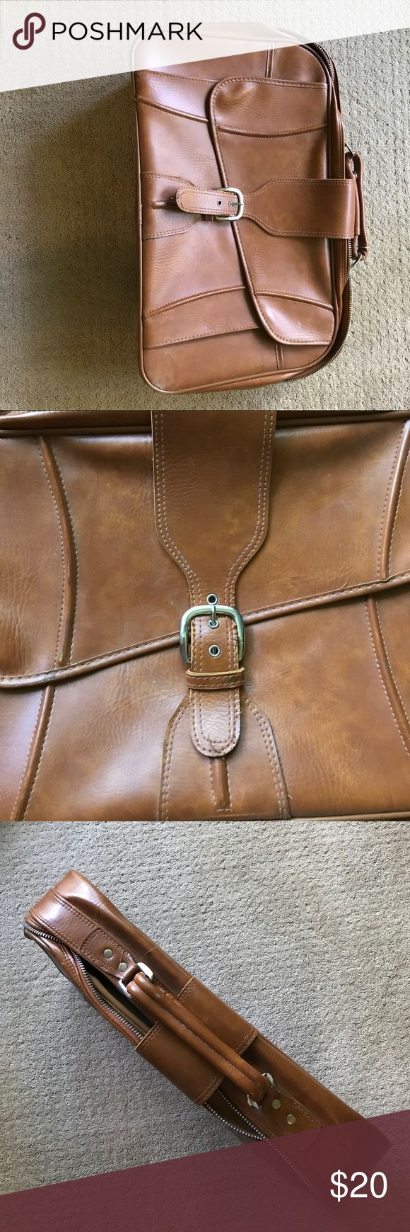 """Men's suitcase. Brown Men's vintage suitcase. brown. Zipper in working condition. Large. 26""""x16""""x8"""". Bantam Travelware luggage. bantam Bags Luggage & Travel Bags"""