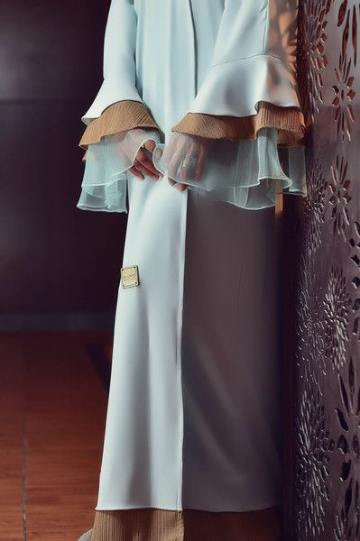 Slip into this beautiful arctic colour Abaya by Maqdeem. Causal, easy going…