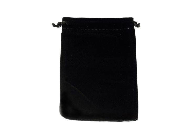 Large black velvet bags. Dimensions approximately 10cm x 15cm. These velvet bags are the largest in our range. Suitable for all types of jewellery and small products. visit our site at www.blingin.com.au to place your order.