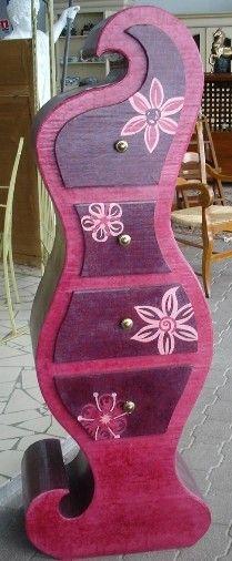 Feminin flirty cardboard dresser.
