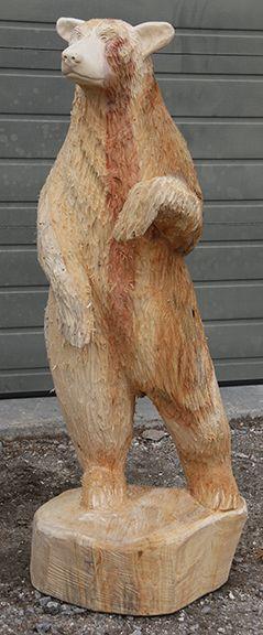 Это 5 футов. черный медведь в позу контрапоста, который переносит вес существо на одной ноге. Микеланджело использовал это на свою знаменитую статую Давида. Он приносит движение и жизнь скульпт...