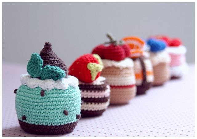 Still loving all the amigurumi sweets. Probably because I would rather enjoy looking without the eating part.