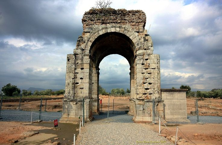 Ruinas romanas, de, Caparra, camino, y, arco, Cuadrifronte, vía, de, la, plata, Guijo, de, Granadilla, Caceres-province, Spain.