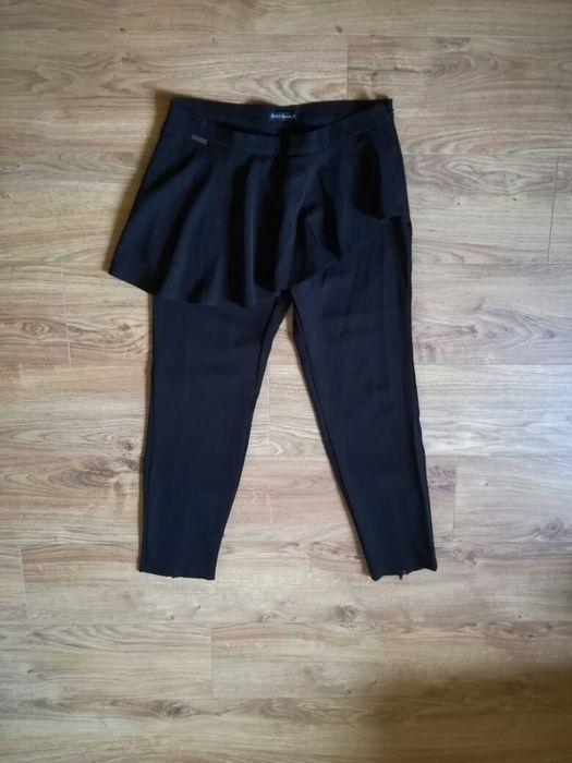 eleganckie spodnie z falbanka spodnico spodnie materialowe zameczki na nogawkach od projektantow