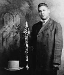 Sidney Bechet (1897-1959), one of the greatest musician of early Jazz (saxophone, clarinet, piano, bass and drums). Lived and performed in Europe from 1925 to 1929, went back to America and settled in Paris in 1950