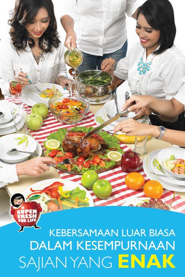 Lengkapi kegembiraan saat berkumpul bersama teman dengan sajian-sajian makanan super lezat dan super sehat. Menu-menu seperti daging ayam, masakan berbahan sayuran dan kesegaran dari buah-buahan dapat menjadi pilihan.