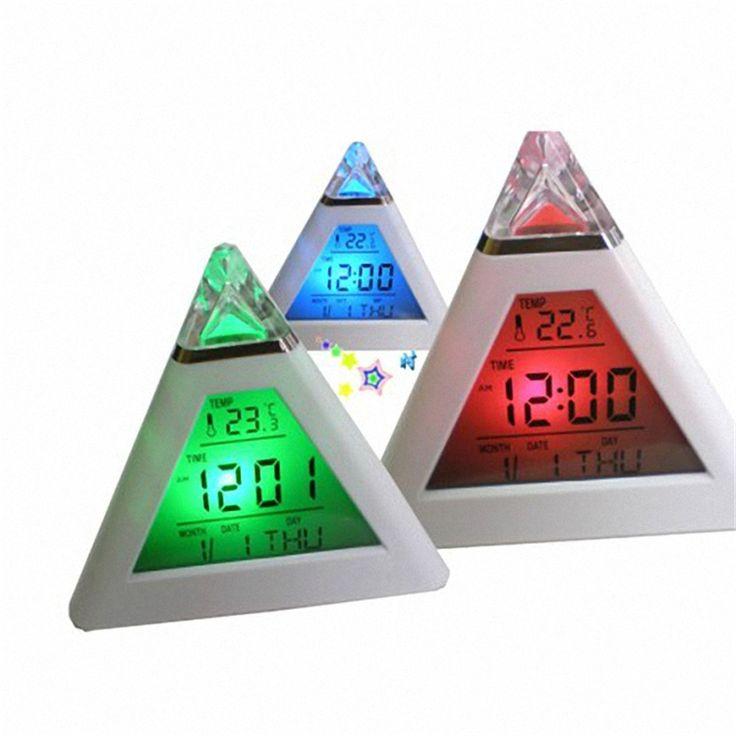 Aliexpress.com: Compre Pirâmide 7 Alterar Cores Backlight Despertador Digital Relógio de Mesa relógio de mesa Relógio de Mesa Relógio Snooze exibição emperature eletrônico de confiança assistir cinta de hong kong fornecedores em Bale Technology Co., Ltd.