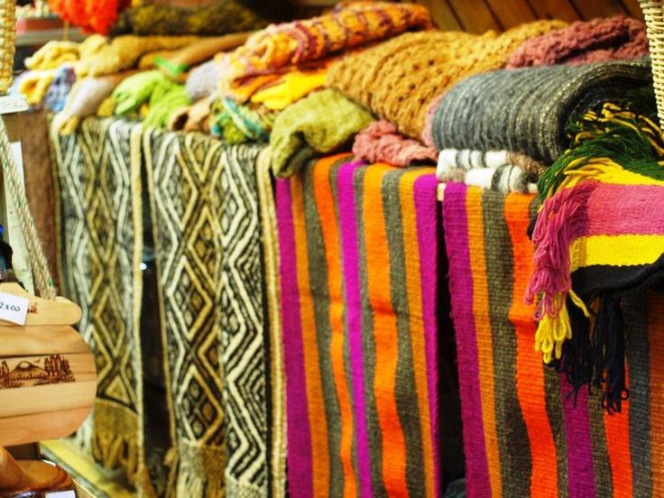 Mapuche indians crafts @ Temuco, Region IX --- foto de Monica Silva Coxhead