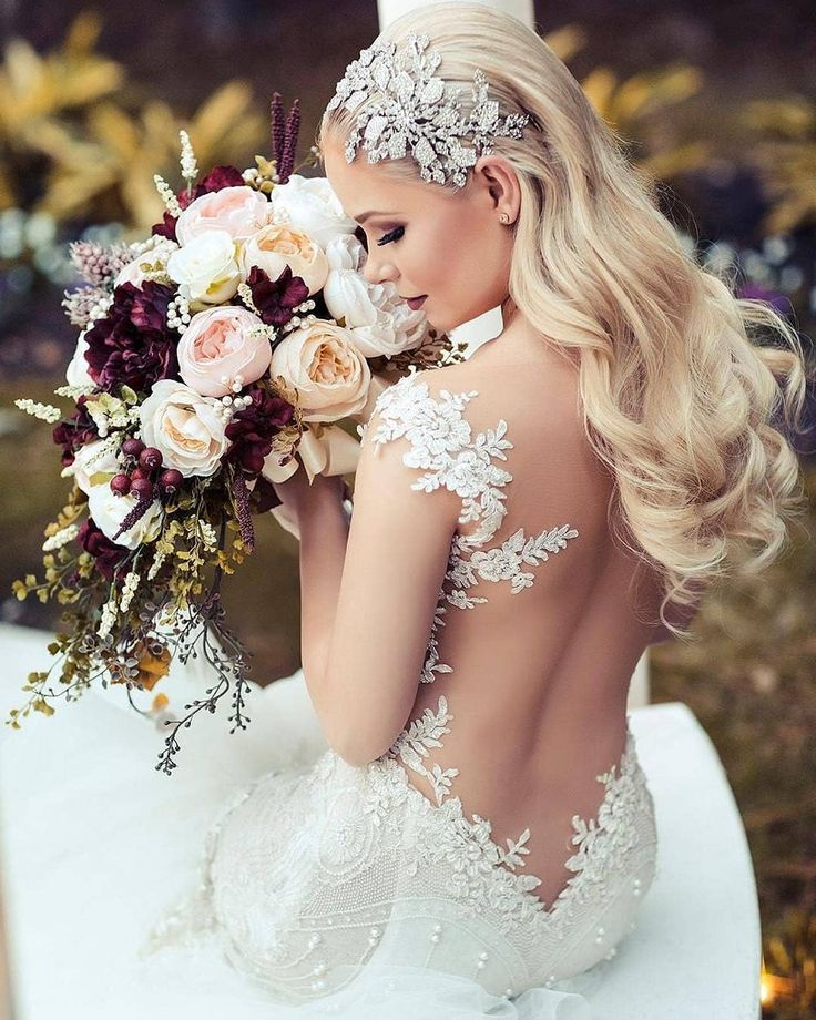 We're all set to set some new #bridal #goals. This #Houston #GLbride from  @ivorybridalatelier @alyxshell wearing the #Ms.Elle couture pretty much nailed it!  Photo by @jasproductions andteam: Hair @realericvaughn MUA @mistyrockwellmakeup Head piece Elen Henderson Designs from @lejourbridal