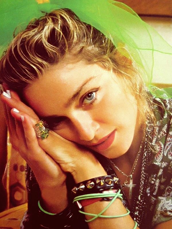 Love the white manicure Madge .......