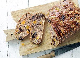 Er is niets fijner dan een huis dat naar vers gebakken brood ruikt. Er werd massaal gereageerd op de Libelle broodwedstrijd. Maar er kan maar 1 winnaar zijn. Dit brood recept smaakt overal bij ook bij een kaasplankje. Bovendien is het heel gezond, geen vet en niet al te veel suiker. Dit is hetwinnende vruchtenbrood…