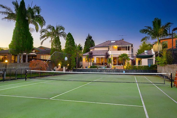 Luxury Living with Tennis Court This stunning executive residence is truly an entertainer's paradise. Situated in a prime position on a huge 1428m2 level block of land, the property offers all the luxuries of a tropical paradise; including tennis court, swimming pool and entertainer's gazebo complete with BBQ, shower and toilet.