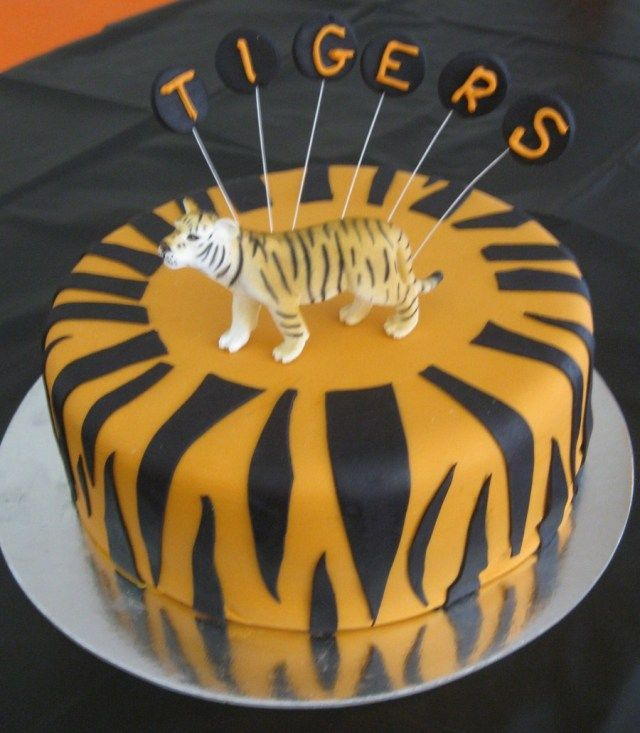 Cool 34 Brilliant Image Of Tiger Birthday Cake With Images Personalised Birthday Cards Paralily Jamesorg