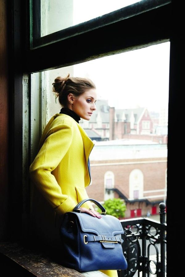 Loving the yellow coat & fabulous blue bag